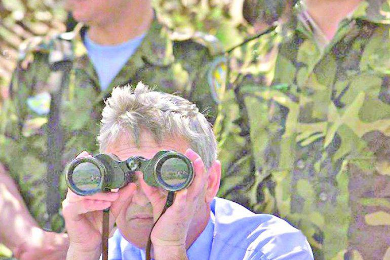 Албанска војска позвала је посматраче, укључујући и председника Реџепа Мејданија и војне посматраче САД, да виде албанске снаге у близини границе са Косовом, 28. мај 1999., Фото: republika.rs