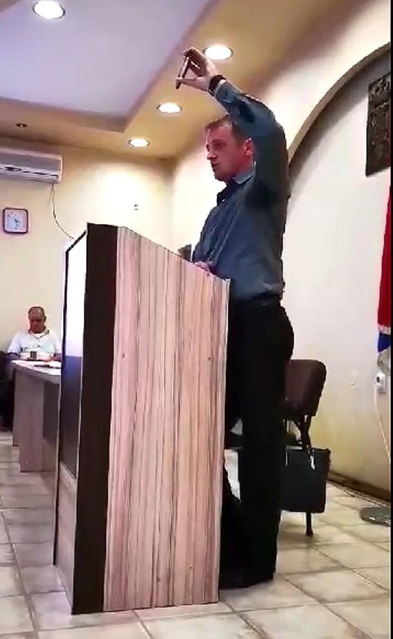 Зоран показује порно снимак, Фото: alo.rs