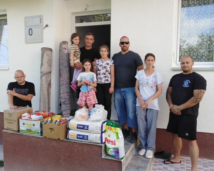 Ивана Станковић са ћеркама Анастасијом, Андријаном и Александром, Фото: recineeu.wordpress.com